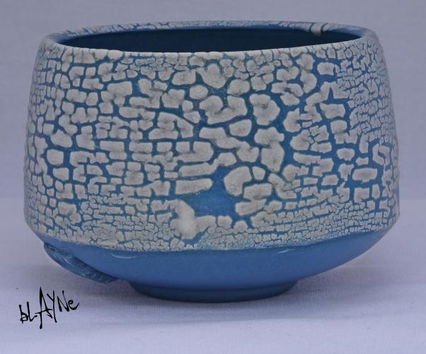 Crawl glaze / Zircon white.