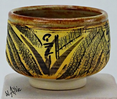 Porcelain slip on a porcelain stoneware mix clay. Electric fire 1220c.